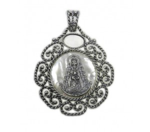 Medalla Virgen del Rocío en plata con fondo de nácar para cuna o carrito